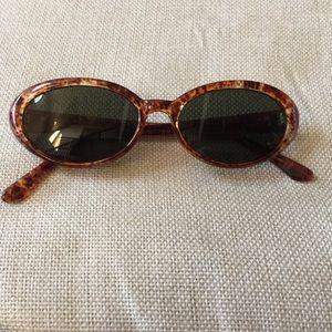 Accessories - Vintage style sunglasses 😎